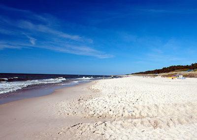 Bobolin. Szeroka, czysta plaża.